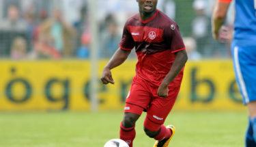 Manni Osei Kwadwo am Ball