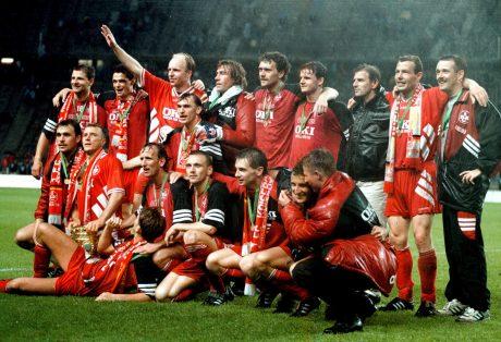 Die Roten Teufel feiern ihren Pokalsieg 1996