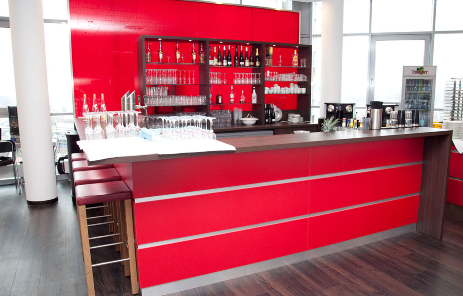Hospitality Club-Lounge 100