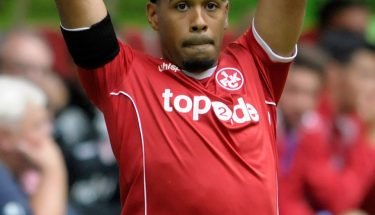 Phillipp Mwene beim Einwurf beim Auswärtsspiel in Düsseldorf