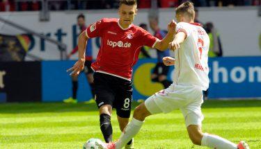 Gino Fechner im Zweikampf beim Auswärtsspiel in Düsseldorf