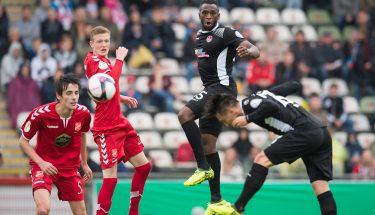 Osaymaen Osawe und Baris Atik im DFB-Pokalspiel in Aktion.