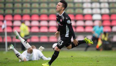 Baris Atik jubelt über sein Tor im DFB-Pokalspiel gegen SV Eichede.