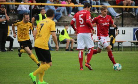 Nicklas Shipnoski am Ball beim Benefizspiel in Oppau, 31. August 2017