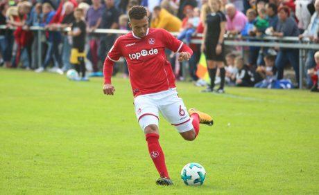 Leon Guwara am Ball beim Benefizspiel in Oppau, 31. August 2017