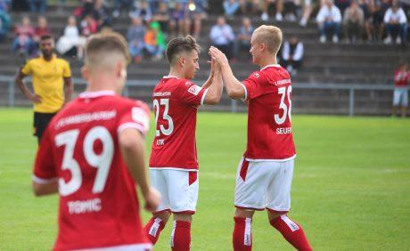 Baris Atik und Nils Seufert freuen sich über das Tor beim Benefizspiel in Oppau, 31. August 2017