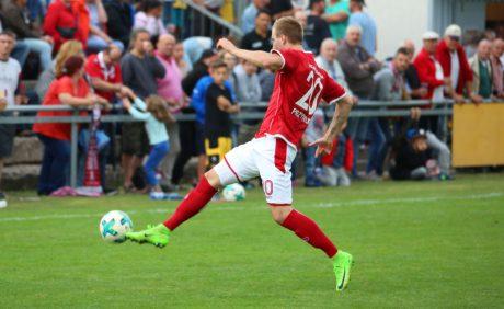 Kacper Przybylko am Ball beim Benefizspiel in Oppau, 31. August 2017