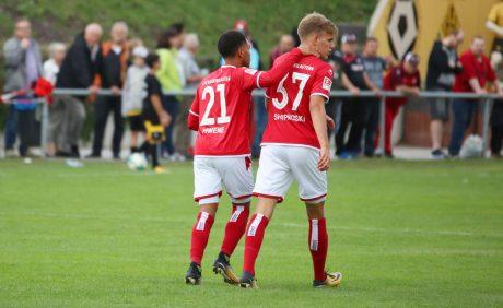 Phillipp Mwene und Nicklas Shipnoski beim Benefizspiel in Oppau, 31. August 2017
