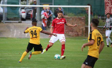 Stipe Vucur am Ball beim Benefizspiel in Oppau, 31. August 2017