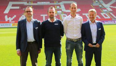 Jeff Strasser mit Sportdirektor Boris Notzon und den beiden FCK-Vorständen Thomas Gries und Michael Klatt