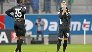 Osayamen Osawe und Nils Seufert nach dem Spiel in Regensburg