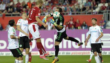 Sebastian Andersson köpft zum 1:0 ein