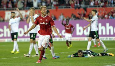 Sebastian Andersson bejubelt seinen Treffer zum 1:0