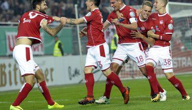 Jubel nach dem Führungstor im Pokalduell mit dem VfB Stuttgart