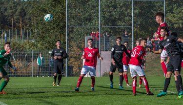 Sören Müsel köpft die 1:0-Führung nach einer Ecke, FCK-U17 gegen Elversberg
