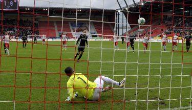 Christoph Moritz trifft per Elfmeter im Spiel in Regensburg
