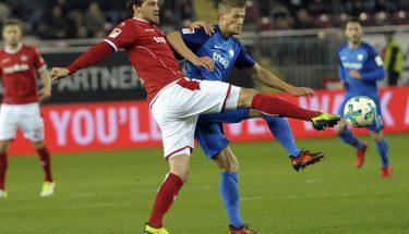 Benjamin Kessel im Zweikampf in der Partie gegen Bochum