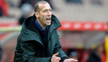 FCK-Trainer Jeff Strasser beim Spiel gegen Bielefeld.