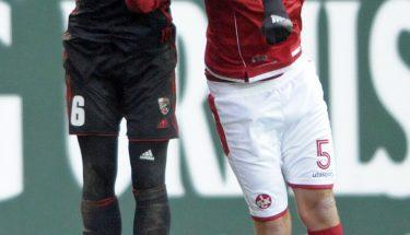 Benjamin Kessel im Kopfballduell mit Alfredo Morales, Spiel gegen Ingolstadt
