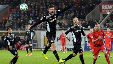 Lukas Spalvis , Sebastian Andersson und Phillipp Mwene im Spiel gegen Heidenheim.