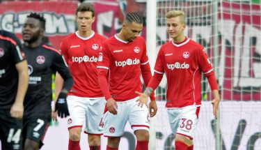 Leon Guwara, Patrick Ziegler und Nils Seufert im Spiel gegen Nürnberg