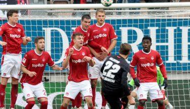 FCK-Abwehrmauer im Spiel gegen Nürnberg