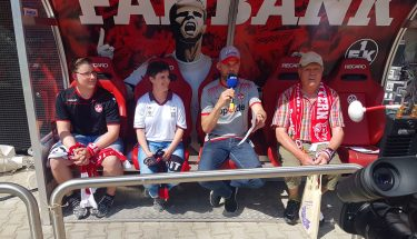 Zum Heimspiel gegen Dresden durften dank Coca-Cola fünf glückliche Gewinner auf der Fanbank Platz nehmen