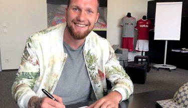 Jan Löhmannsröben unterschreibt einen Vertrag beim FCK