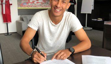 Anas Bakhat unterschreibt seinen ersten Profivertrag beim FCK