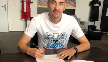Anil Gözütok unterschreibt seinen ersten Profivertrag beim FCK