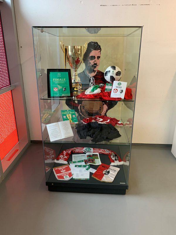 Exponate der U19-Pokal-Saison 2017/18 im FCK-Museum