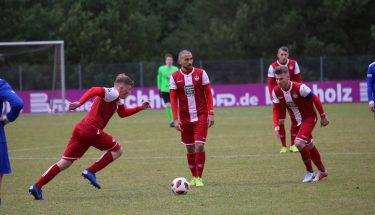 Justus Klein, Iosif Maroudis und Julian Löschner im Spiel der U21 gegen Emmelshausen