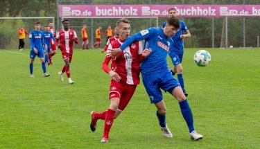 Lukas Lazar im Spiel der U19 gegen die Stuttgarter Kickers