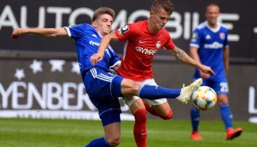 Florian Pick im Zweikampf beim Heimspiel gegen die SpVgg Unterhaching