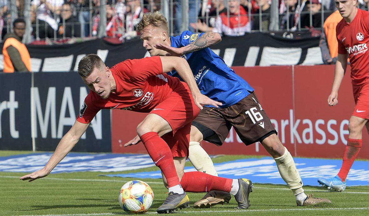 Christian Kühlwetter im Zweikampf mit Benjamin Kindsvater im Auswärtsspiel beim TSV 1860 München
