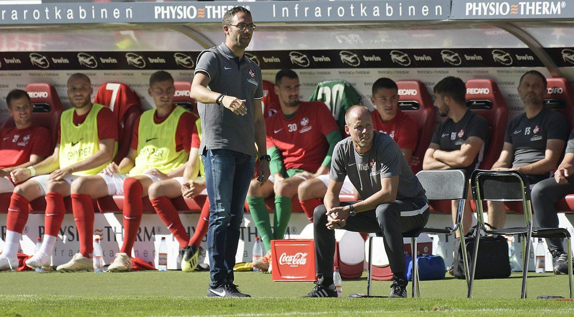 Boris Schommers und Kevin McKenna beim Heimspiel des FCK gegen Magdeburg