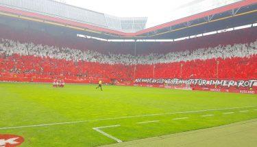 Choreographie der FCK-Fans vor dem Heimspiel gegen den SV Waldhof Mannheim