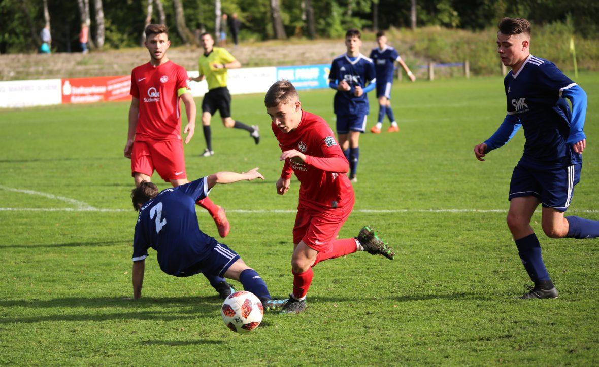Neal Gibs im Spiel der U19 beim VfR Kaiserslautern