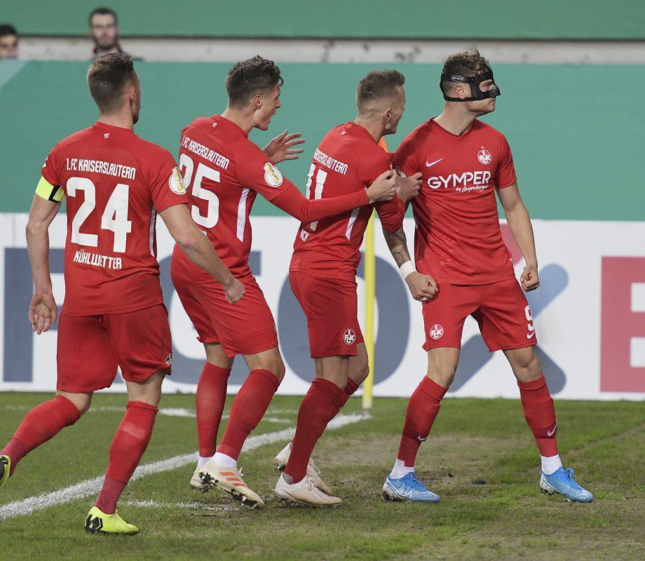 Torjubel nach Timmy Thieles 1:0 im Pokalspiel gegen Nürnberg