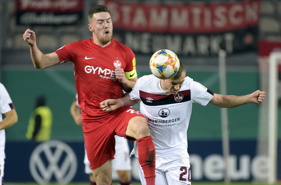 Christian Kühlwetter im Duell mit Lukas Jäger (1. FC Nürnberg)