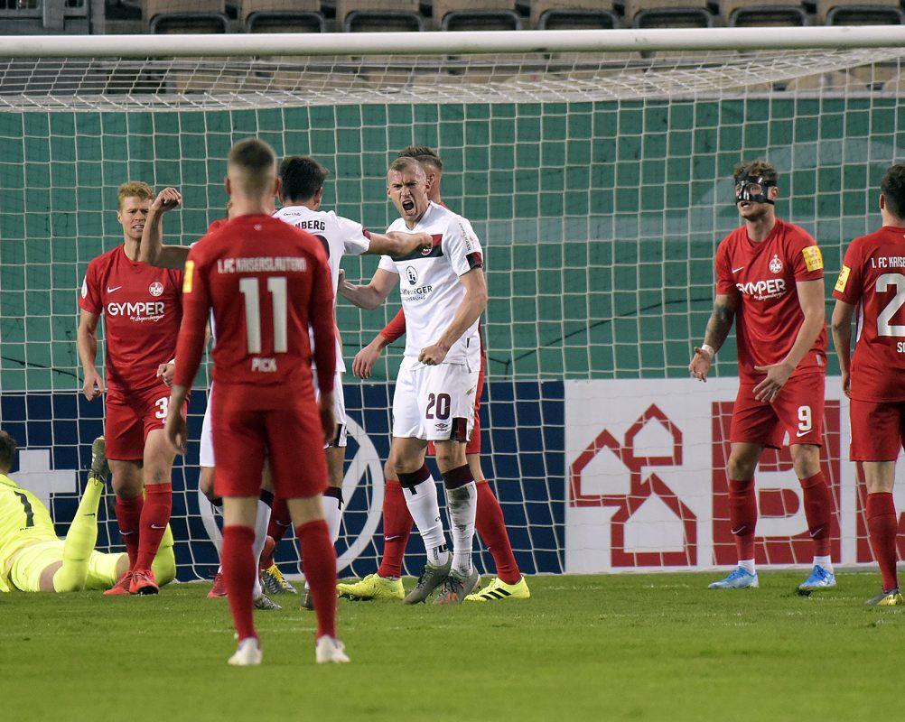 Der Nürnberger Lukas Jäger nach seinem 1:1 im Pokalspiel auf dem Betzenberg