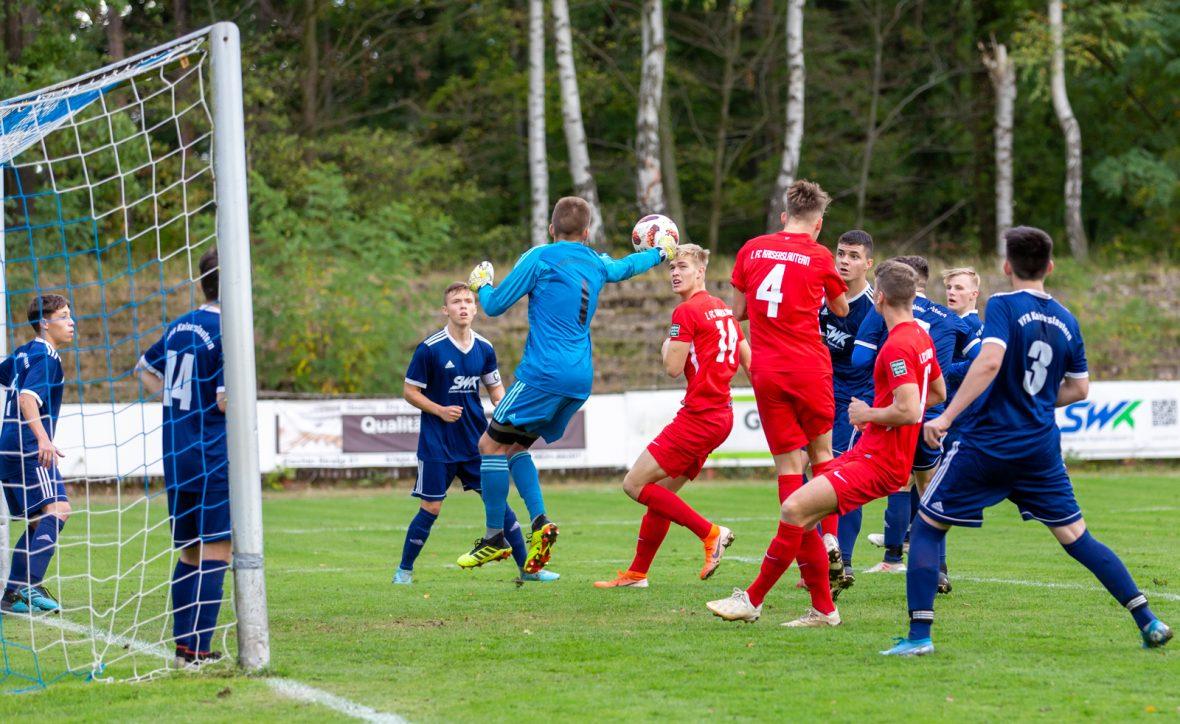 Eckball für die FCK-U19 im Spiel beim VfR Kaiserslautern