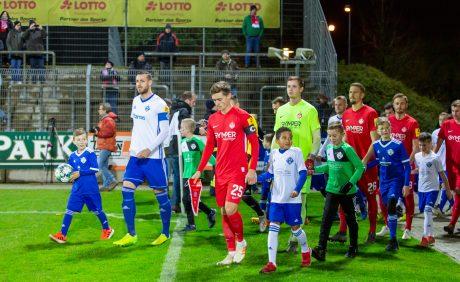 Kapitän Carlo Sickinger führt den FCK im Verbandspokalspiel beim FK Pirmasens aufs Feld