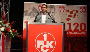 FCK-Cheftrainer Boris Schommers bei seiner Rede bei der JHV 2019