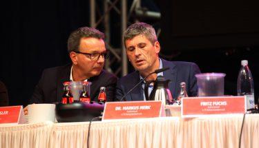 Die neu gewählten Aufsichtsratsmitglieder Rainer Keßler und Dr. Markus Merk auf dem Podium