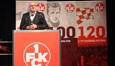 Vorstandsmitglied Markus Römer bei seinem Bericht des e.V.-Vorstands