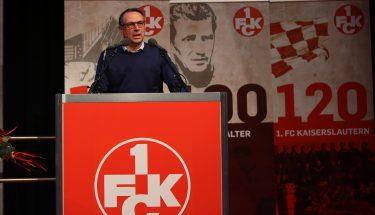 Martin Bader trägt den Bericht der Management GmbH vor