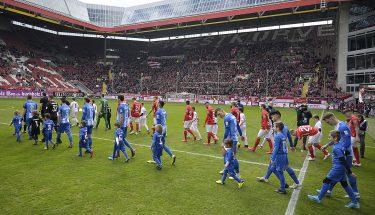 Einlauf der beiden Mannschaften beim Heimspiel gegen Meppen