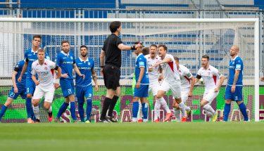 Torjubel von Torschütze André Hainault nach dem 1:0 in Magdeburg