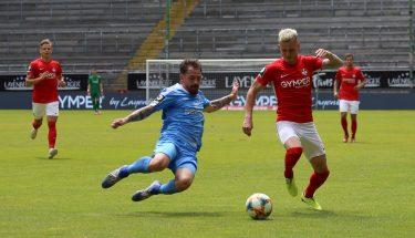 Florian Pick im Zweikampf mit Pascal Itter (Chemnitzer FC)